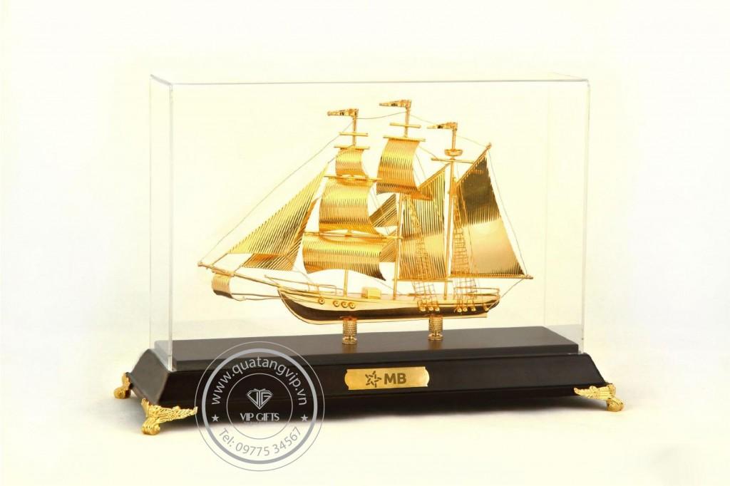 Thuyền mạ vàng 04