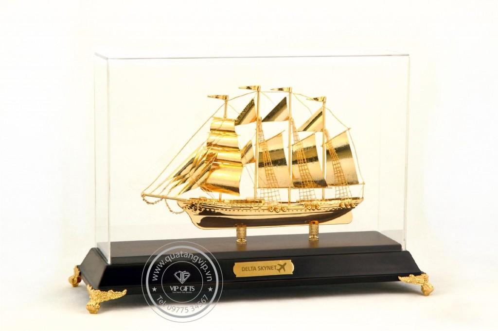 Thuyền mạ vàng 3